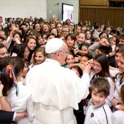 Pope_Francis_students-255x254
